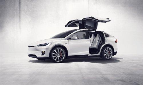 Foto van een witte Tesla Model X EV. Geplaatst door Dominic op 20-01-2020 om 23:16:29, met 2 reacties.